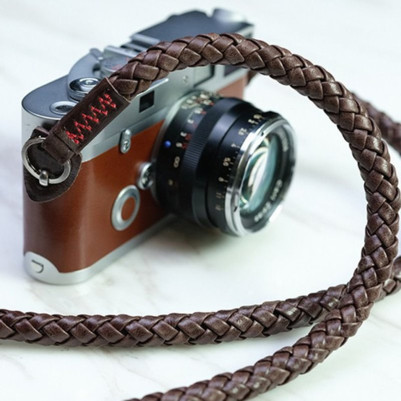 [Barton1972] Leather Neck Strap Whip- Natural